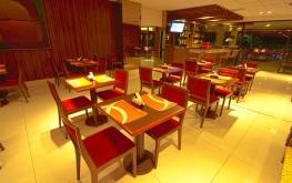 hotel-praia-centro-fortaleza-restaurante-hospedagem-gastronomia-mesas-balcao